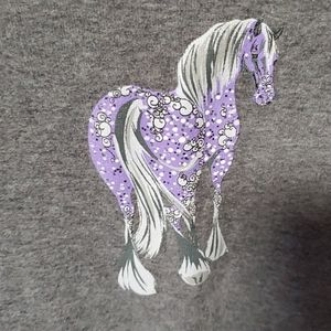 Bella tee with purple horse graphics 💜